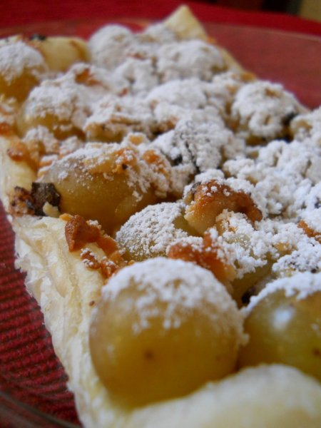 szőlős marcipános pite