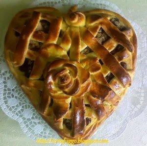 szív formájú meggyes kalács valentin