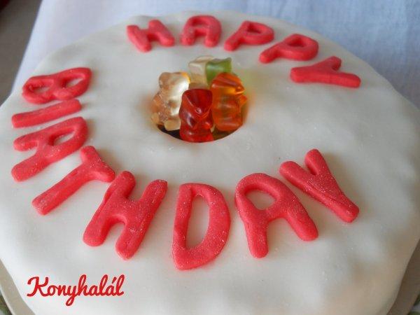 Gumimaci szülinapi torta