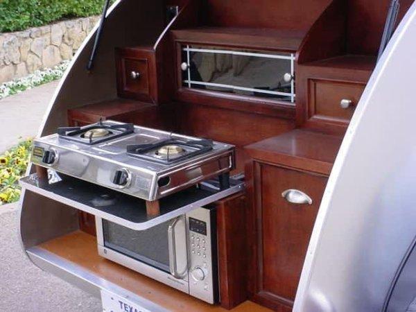 Luxuslakokocsi konyha